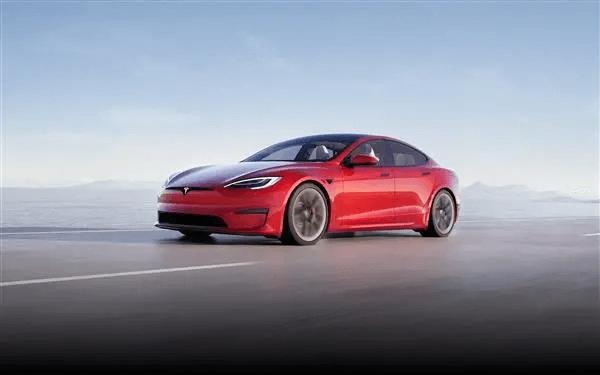 Latest batch of Tesla Model S revealed in real life: steering wheel kills 99% of models